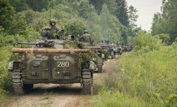 Foto: Slovāku BVP-2 'vago' Latvijas laukus