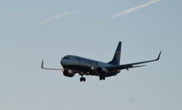 ВИДЕО: пассажир рейса Ryanair заснял жесткую посадку самолета
