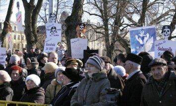 'Antinacisti' Latvijas valdībai pārmet holokausta noliegšanu