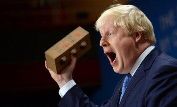 ФОТО: Глава британского МИДа Борис Джонсон бегает по городу в смешных трусах