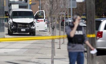 Autofurgons Toronto uzbrauc gājējiem; desmit bojāgājušie