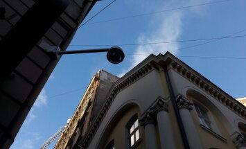 Vecrīgā uz Audēju un Vecpilsētas ielas stūra deg dzīvoklis