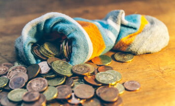 Миллион в банке и ипотечный кредит. Сколько зарабатывают президенты Балтии, России и Беларуси