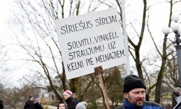 Piketā pret imigrāciju uzbrukts Latvijas Radio žurnālistei