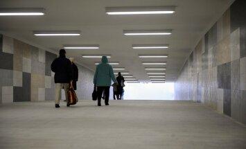 Aiztur divas sievietes aizdomās par norvēģu tūristu apzagšanu Rīgas Centrālās stacijas tunelī