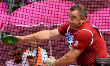 Paralimpiskais čempions Apinis pasaules čempionātā samierinās ar sudrabu