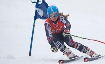 Kristaps Zvejnieks un Evelīna Gasūna uzvar sezonas pirmajās Baltijas kausa sacensībās kalnu slēpošanā