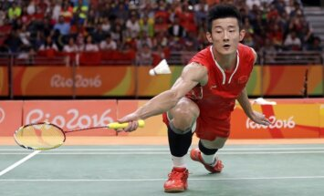 Ķīnietis Čens Lons triumfē Rio olimpiādes pēdējā badmintona spēlē