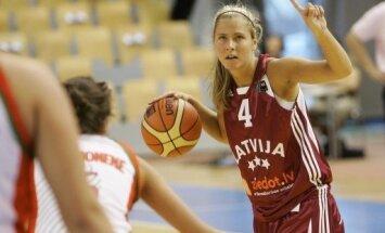 Latvijas sieviešu basketbola izlase 14 spēlētāju sastāvā dodas uz pārbaudes turnīru Zviedrijā
