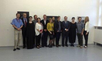 Minskā atklāta Latvijas mākslinieku izstāde 'Mīlestība nekad nebeidzas'