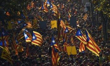 Katalonijas parlaments apstiprina neatkarības 'sasniegšanas plānu'