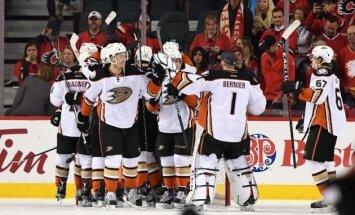 'Ducks' hokejisti pirmie iekļūst Stenlija kausa otrajā kārtā