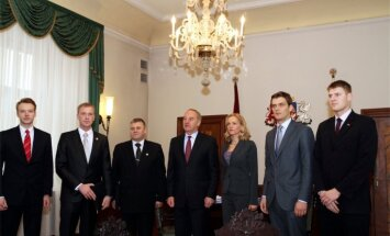 Sarunas pie prezidenta: 'Olšteina sešinieks' pēc referenduma aicina risināt 'reālas lietas'