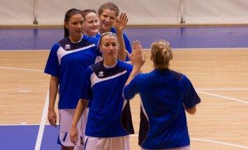 'Cēsu' basketbolistes sagrauj Latvijas U-16 izlasi