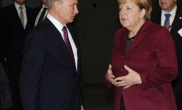 Меркель спросила Путина о причинах вывода офицеров-наблюдателей из Донбасса