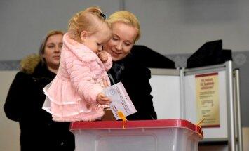 ФОТО: Как проходят выборы в Сейм на участках в Риге