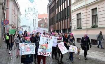 Foto: Prāvā pulkā Rīgā aizvadīts sieviešu solidaritātes gājiens