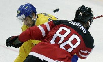 Video: Kanādas un Zviedrijas hokejisti sarīko faniem 'gardumu'