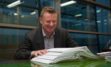 Fliku sauc pie kriminālatbildības; viņš Latvijas prokuratūrā ierasties atsakās