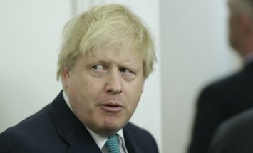 Джонсон призвал не снижать давления на Россию из-за аннексии Крыма
