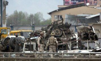 Bojāgājušo skaits talibu uzbrukumā Afganistānas valsts drošības dienestam pieaug līdz 64