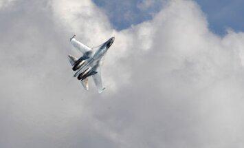 Krievijas lidmašīna virs Baltijas jūras veikusi 'neprofesionālu' ASV lidaparāta pārtveršanu