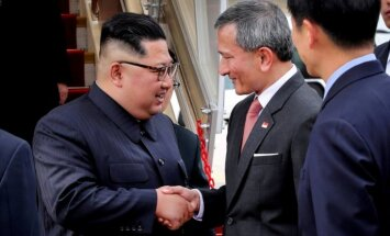 Kims Čenuns un Tramps ieradušies Singapūrā uz gaidāmo tikšanos