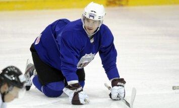Latvijas izlasei pievienojies Dārziņš; treniņus vairs neturpina pieci hokejisti