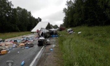 Kūku pagastā divu smago auto avārijā iet bojā divi vīrieši