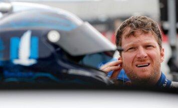 ASV autosporta leģenda Ernhards juniors pēc šīs NASCAR sezonas beigs savu karjeru