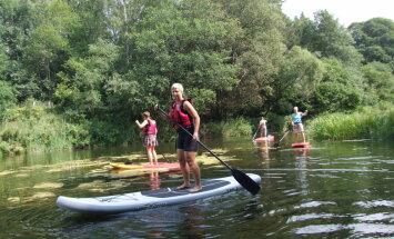 Pieredze un ieteikumi aizraujošam braucienam pa Bārtas upi ar dēli