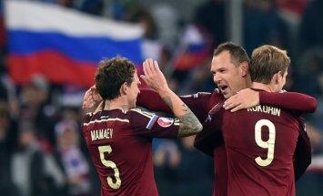 Krievijas futbolisti uzvar Melnkalni un automātiski kvalificējas EČ finālturnīram