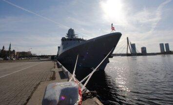 Foto: Rīgā ieradušies NATO jūras spēku kuģi