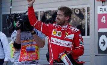 Fetels Sočos izcīna pirmo 'pole position' šosezon, pārtraucot 'Mercedes' dominanci