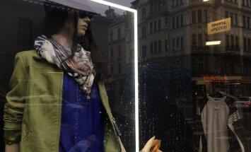 Andelēšanās bums soctīklos lietotu apģērbu veikalus neiznīcina