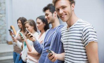 Viedtālrunis kā bērna draugs: ieteikumi vecākiem par pusaudžu aizraušanos ar ekrānierīcēm
