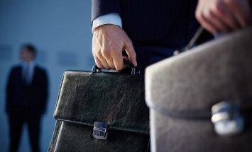 Atbalsta priekšlikumu liegt banku akcionāriem vienlaikus strādāt arī valdē
