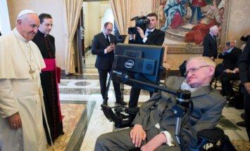 Pāvests mudina valstu līderus neatkāpties no klimata pārmaiņu nolīgumiem