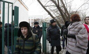Krievijā viltus spridzināšanas draudu dēļ notiek plašas evakuācijas