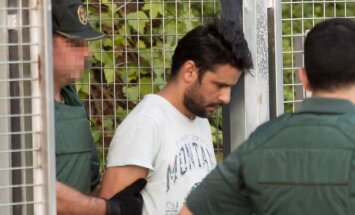 Tiesa atbrīvo vienu no četriem aizdomās turētājiem Barselonas uzbrukumos