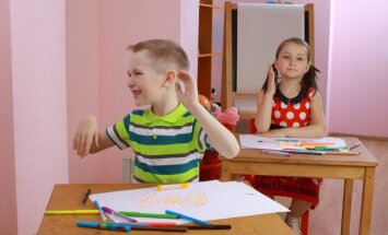 Desmit gadu laikā skolēnu skaits sarucis par 23%, bet pedagogu skaits turpina pieaugt