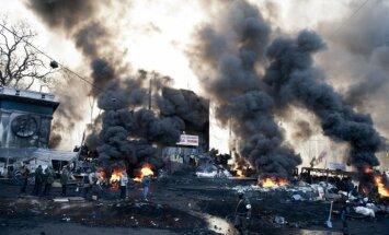Rietumi nosoda vardarbības eskalāciju Kijevā