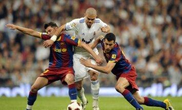 Neizšķirts 'El Clasico' spēlē pietuvina 'Barcelona' Spānijas čempionu titulam