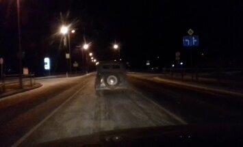 ВИДЕО ОЧЕВИДЦА: По улицам Валмиеры колесит легендарный Москвич-401