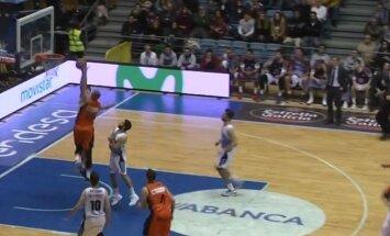 Video: Šmits ACB līgas spēlē izceļas ar skaistu 'danku' pāri pretiniekam