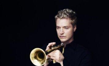 Latvijā uzstāsies trompetes virtuozs Kriss Boti. Interesanti fakti par slaveno mūziķi