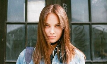 Meitene no Fakta videoklipa: daiļā modele Nikola
