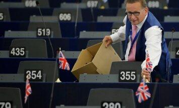 Mārciņa vērtību zaudē centrālās bankas vadītāja dēļ, uzstāj 'Brexit' kampaņas aizstāvis