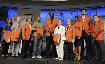 Foto: O'Nīls, Mins un Aiversons uzņemti basketbola Slavas zālē