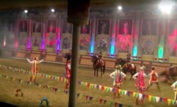 Video: Krievijā zirgs līdz nāvei samin jātnieci